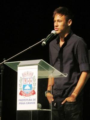 Neymar elogia Guardiola, mas volta a dizer: