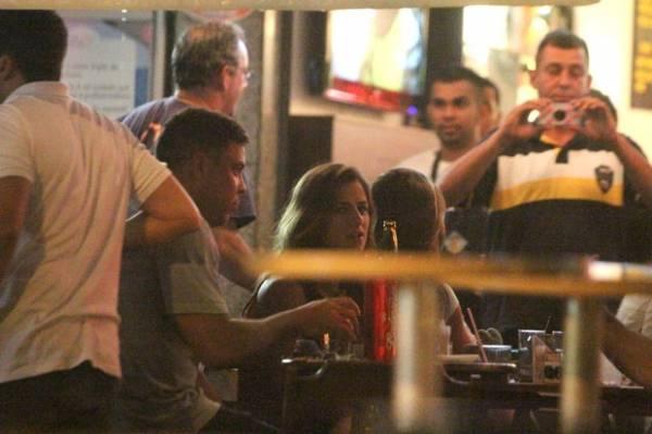 Ronaldo aproveita noite juntinho com suposto novo affair no Rio; veja fotos