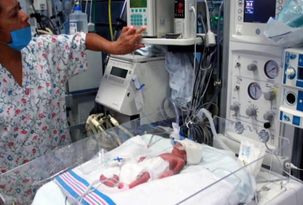 Três bebês de mexicana que deu à luz sêxtuplos morrem no hospital