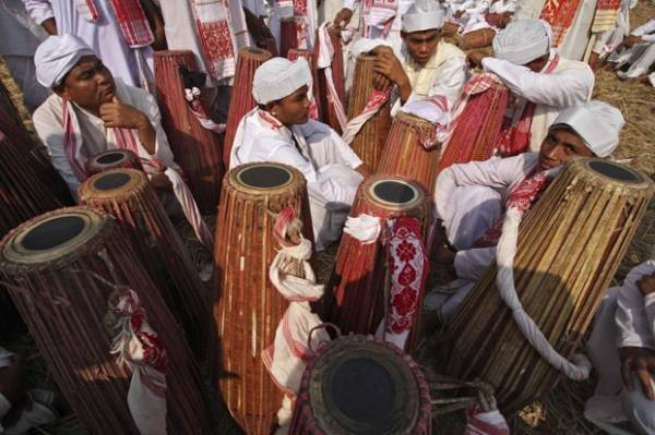 Por recorde, quase 15 mil indianos tocam tambores por 15 minutos