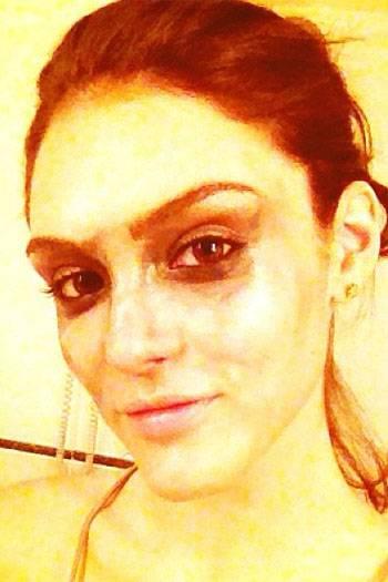 Confira famosas traídas pelo calor que borraram a maquiagem