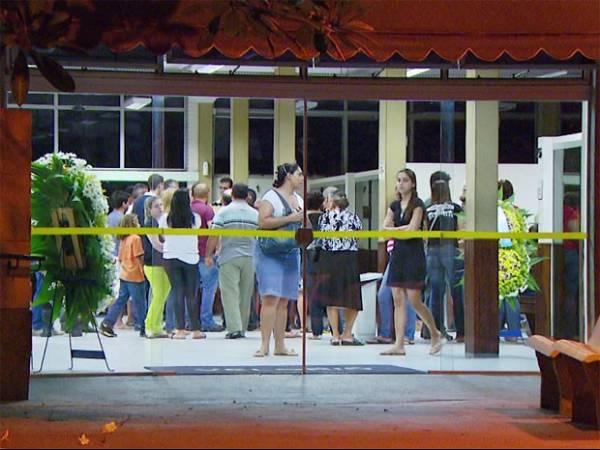 Irmã de jovem assassinado após briga em restaurante por R$ 7  pede justiça para o caso