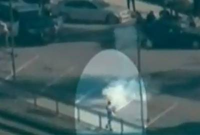 Polícia negocia por 3 horas com homem nu armado com espada e rifle