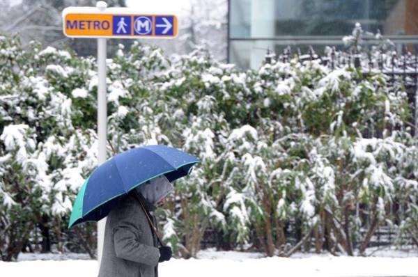 Aeroportos de Paris têm 40% dos voos cancelados após tempestade de neve