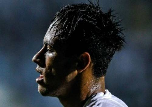 Neymar diz estar cansado de apanhar em campo: