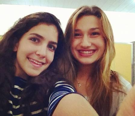 Sasha posa com Bruna Marquezine e aparece em momentos de intimidade com amigas