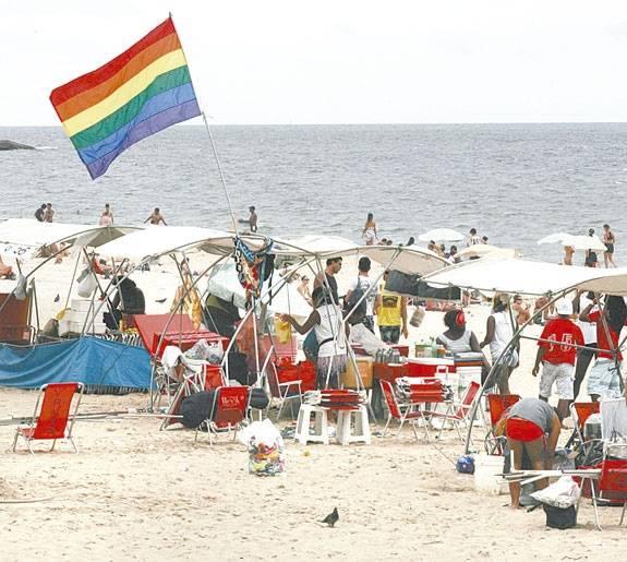 Turismo gay aquece a economia das cidades brasileiras