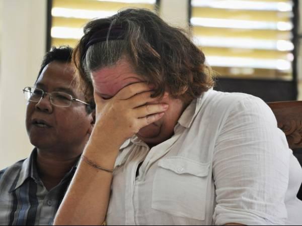 Britânica de 56 anos é condenada à morte por tráfico na Indonésia