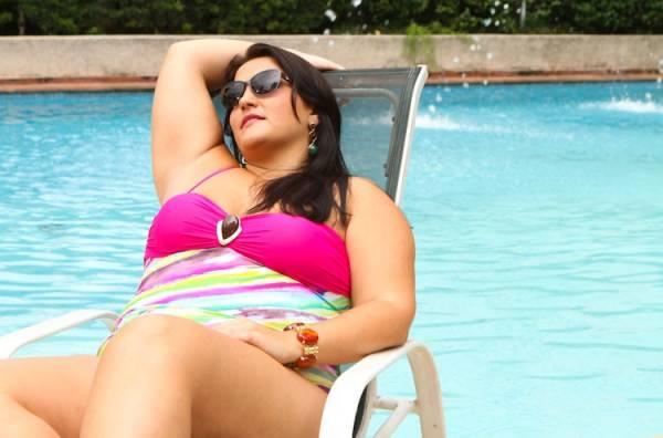 Confira dicas e modelitos de moda praia para mulheres gordinhas