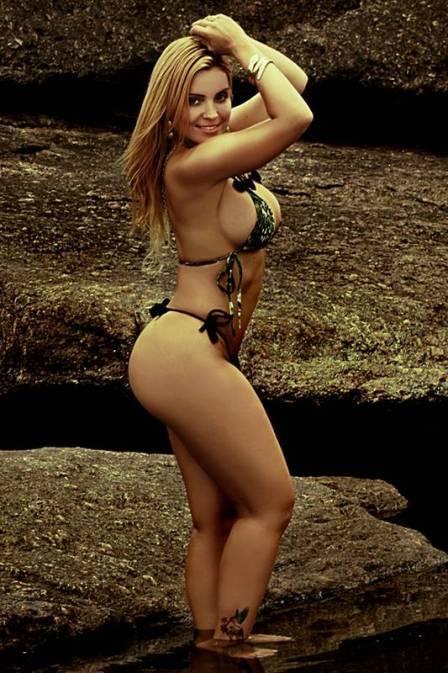 Musa da Porto da Pedra realiza ensaio sensual em praia do Rio