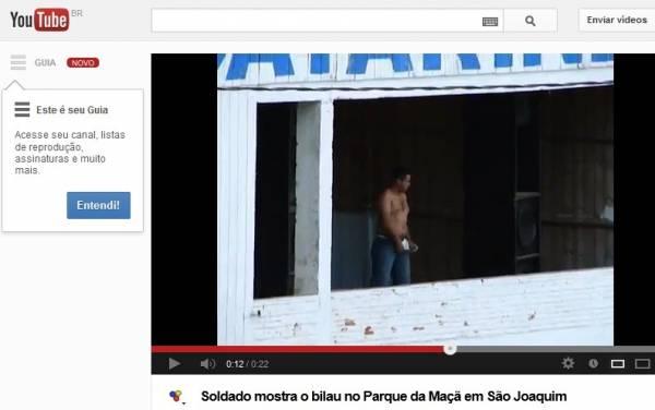 Soldado do Exército faz striptease e mostra órgão genital durante rodeio