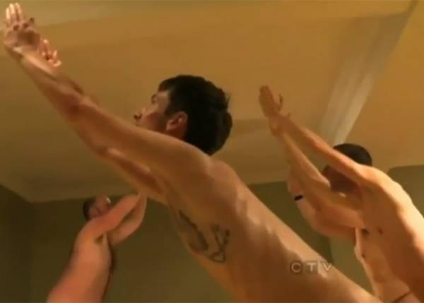 Aulas de ioga para alunos nus atraem curiosos em academia no Canadá