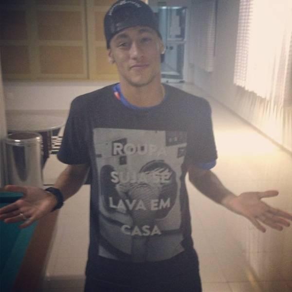 Cheio de mistério, Neymar garante:
