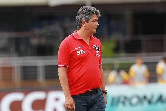 Ney Franco opta por time mais ofensivo na estreia da Libertadores