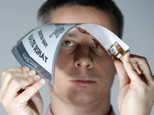 Empresa mostra 1ª tela de plástico flexível do mundo