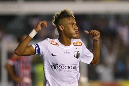 Neymar diz que pode ficar no Santos após a Copa de 2014