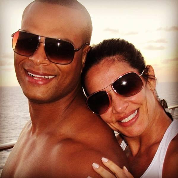 Scheila Carvalho posta foto com o marido e se declara: