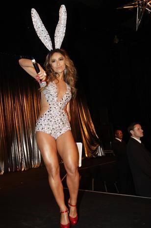 De coelhinha sexy, Sabrina Sato chama atenção em baile