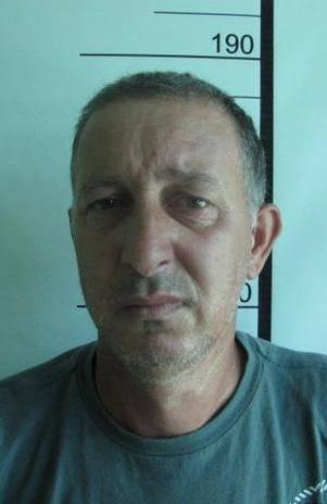 Homem tenta matar filha e genro em briga por guarda de criança