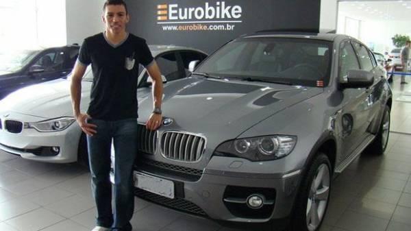 Lúcio ganha carrão de R$ 500 mil de presente após acerto com São Paulo