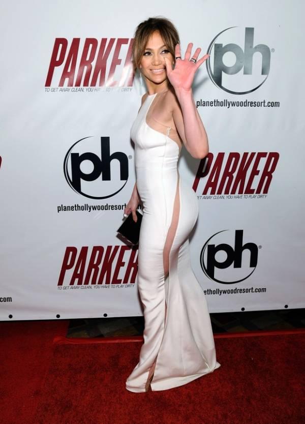 Sem calcinha? Jennifer Lopez usa transparência e levanta dúvida