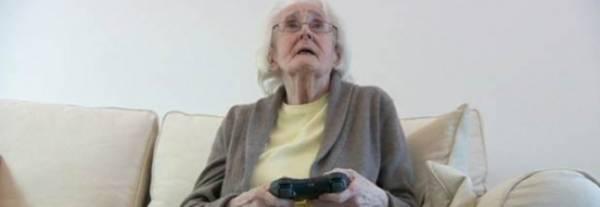 Vovó britânica de 86 anos joga videogames para manter mente ativa