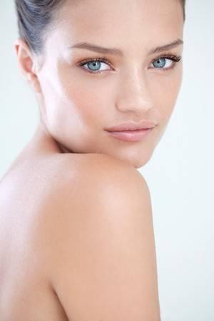 Dermatologista dá dicas para manter a pele bonita e saudável em viagens