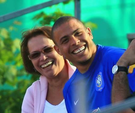 Dona Sônia elogia Paula Morais e ouve a verdade do filho Ronaldo: ?O que ele me diz é que está namorando?