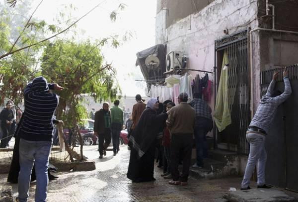 Egito condena 21 à morte por massacre dentro de estádio