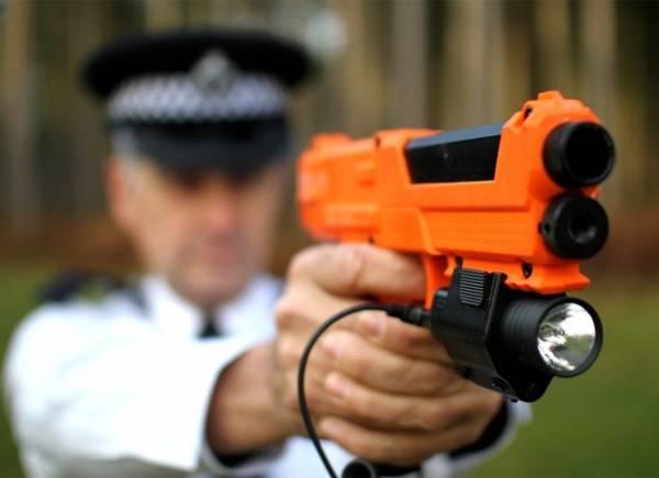 Empresa cria arma que atira líquido com DNA para marcar suspeitos