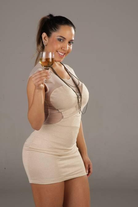 Mulher Melão não tem dinheiro para se manter na Barra e volta a morar no subúrbio