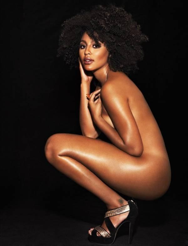 Sheron Menezzes posa sexy e se diz mais segura na intimidade hoje em dia