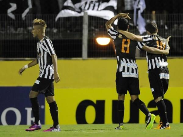 2 a 2: Santos escapa da derrota do Bragantino com pênalti no fim