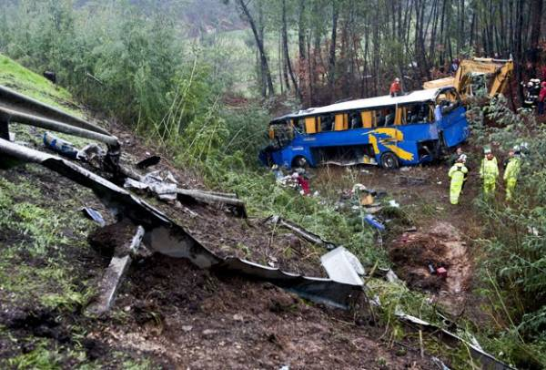 Acidente de ônibus em Portugal deixa ao menos 10 mortos