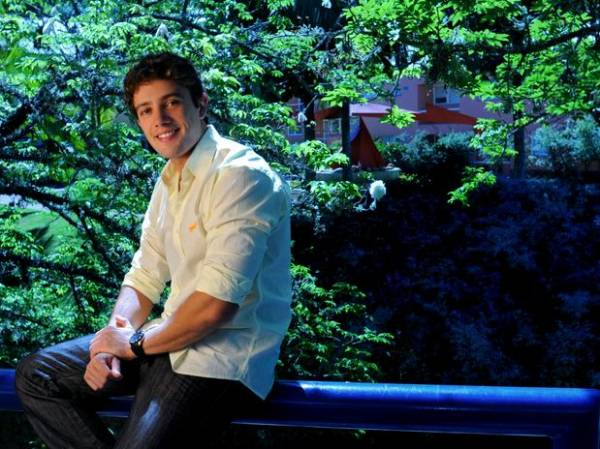 Rafael Cardoso celebra boa fase na Globo: