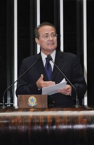 Senador Renan Calheiros diz que denúncia da PGR é suspeita e política