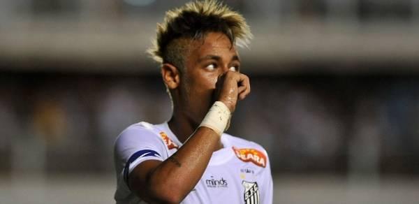 Neymar diz que ser pai é mais difícil do que jogar futebol