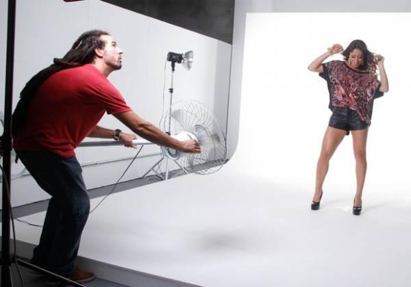 Panicat Carol Narizinho posa para campanha publicitária