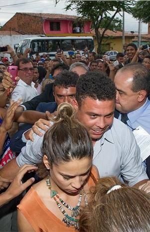 Ronaldo e Bia Antony vão juntos a evento em Fortaleza