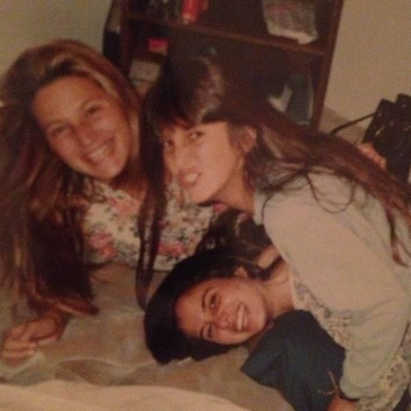 Tici Pinheiro posta foto de quando tinha 15 anos ao lado de irmã e amiga