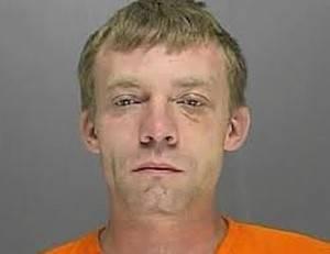 Bêbado é preso ao deixar filho de 11 meses em clube de strip-tease