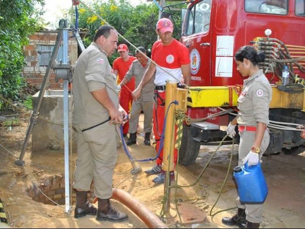 Corpo de garota jogada em cisterna é removido por bombeiros na Bahia