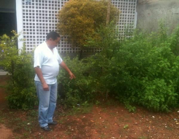 Motorista acha R$ 12 mil no quintal de casa e leva para polícia: