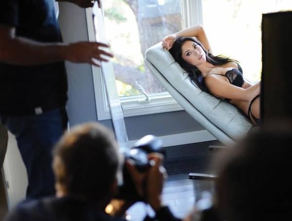 Ring girl Arianny Celeste posa só  de lingerie para revista do Ultimate