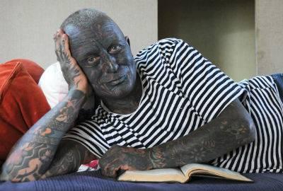 Candidato à presidência da República Tcheca possui 90% do corpo tatuado