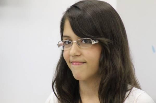Menina de 11 anos  ganha promoção da Alemanha Veículos e leva iPhone 5