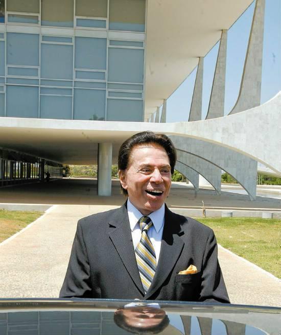 Silvio Santos tenta passar empresa a parentes para ficar com TV paga