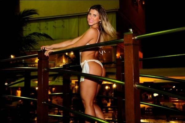 Ana Paula Minerato curte férias no Ceará e posa sexy na piscina