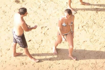 Bruno Gagliasso e Giovanna Ewbank protagonizam cenas românticas no mar de Fernando de Noronha