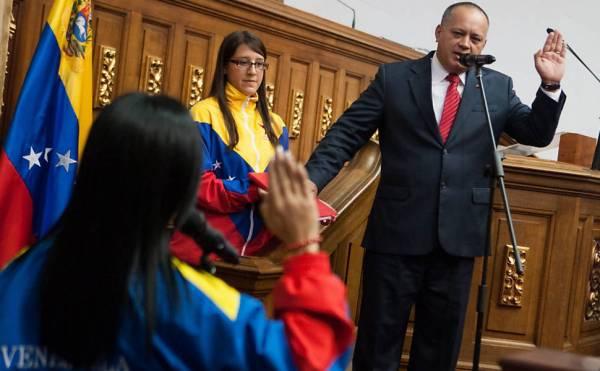 Chavista é reeleito presidente da assembleia nacional venezuelana